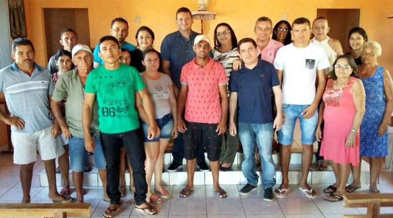 Reunião no Sítio Ilha Grande com a presença da Prefeita Fátima Gomes trata das necessidades da comunidade.