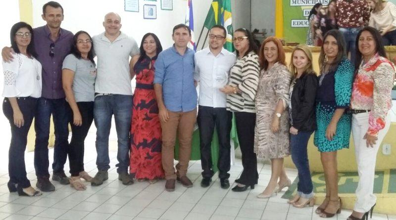 Quixelô recebe troféu do MAIS PAIC 2016