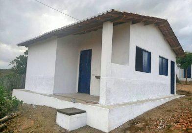 Prefeitura de Quixelô entrega casas populares a moradores do sítio Carrancuda