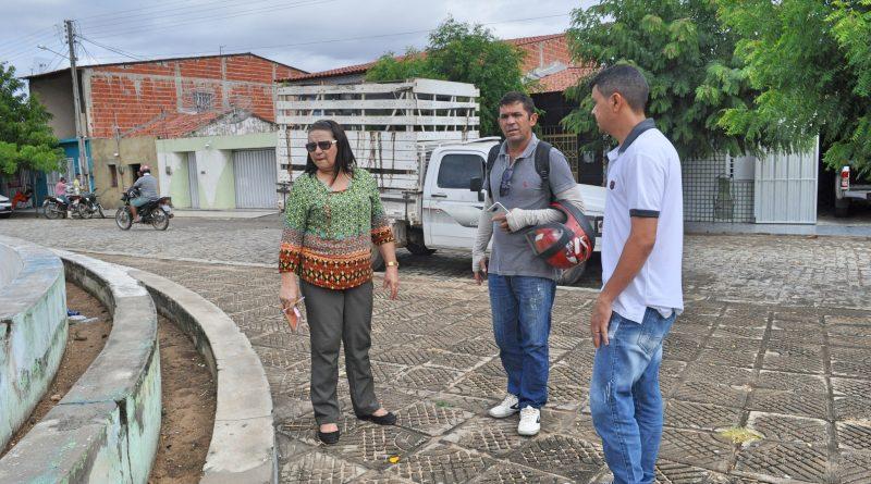 Fátima Gomes visita a praça do Antonico