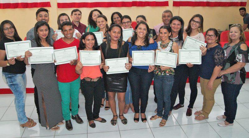 Entrega de certificados do Programa Nacional de Integração da Educação Profissional com a educação de jovens e adultos