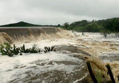 Grandes chuvas banham Quixelô nesta sexta-feira e trazem alegria para a população
