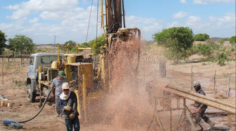 SECA: DEFESA CIVIL DE QUIXELÔ PERFUROU 18 POÇOS E ENTREGOU 2.280 CARRADAS DE ÁGUA EM 2017