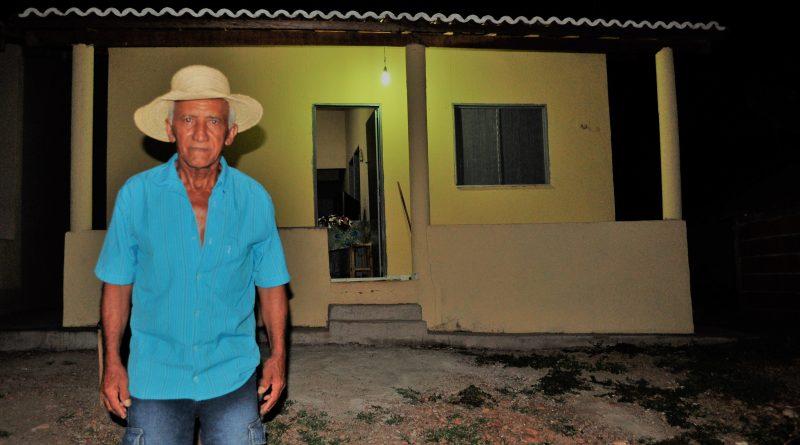 Prefeitura cumpre promessa e entrega 41 casas e anuncia mais 82 novas moradias e 01 trator