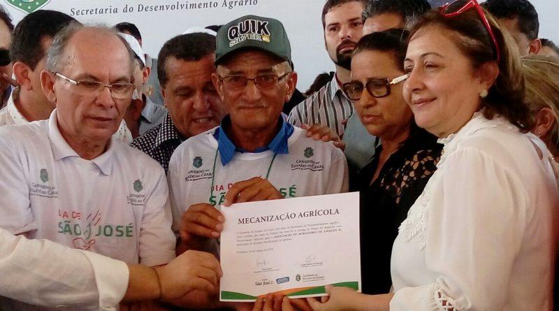Comunidade de Angicos foi beneficiada com trator do Projeto São José
