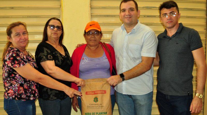 Hora de Plantar: Prefeitura de Quixelô distribui mais de 40 toneladas de sementes