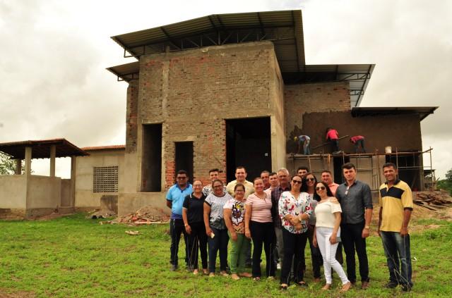 ABATEDOURO MUNICIPAL – Prefeita visita a retomada das obras