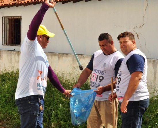 'Faxinaço' na Vila Antonico busca reduzir focos do mosquito Aedys Aegypti