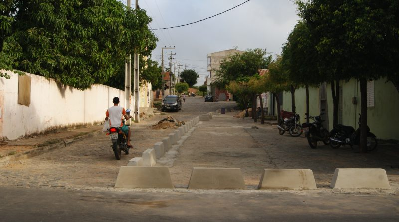 Prefeitura limita acesso de caminhões na travessa Luiz Gomes
