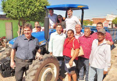Governo do Estado e Prefeitura entregam implementos agrícolas mecanizados às comunidades da Ranheta e Angicos 2