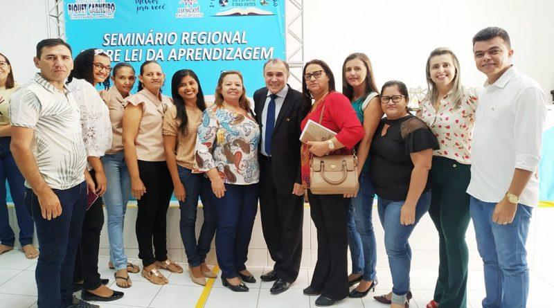 Prefeita Fátima Gomes e comitiva quixeloense participam do Seminário Regional sobre Lei da Aprendizagem em Piquet Carneiro