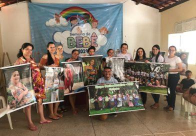 Gestantes atendidas pelo CRAS recebem as fotos do ensaio fotográfico